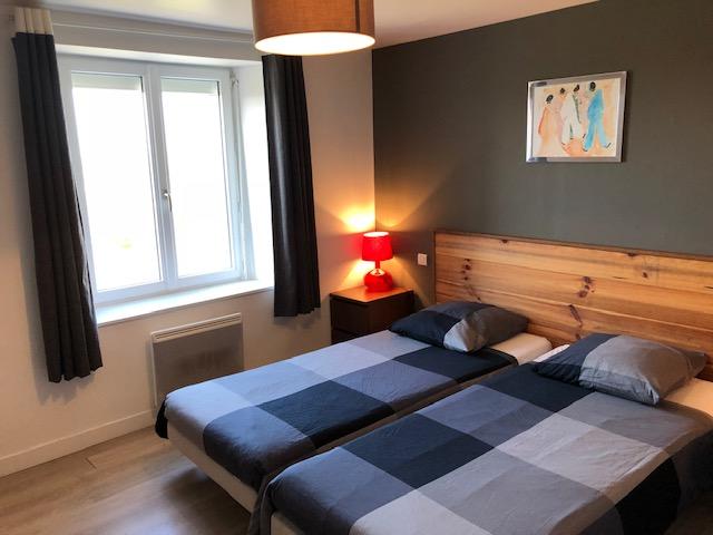 Chambre lit double appartement Kestell ile de sein